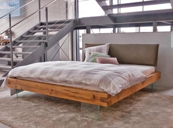 Balkenbett mit Glasfüßen 'Lona' 200x200cm Wildeiche geölt